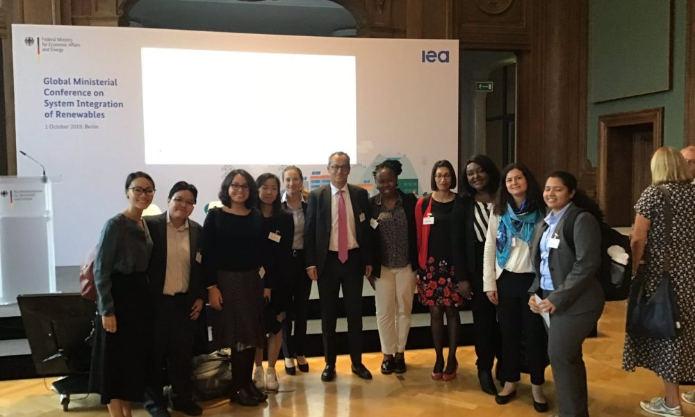 The group with Jérôme Pécresse, President & CEO, GE Renewable Energy, and Barbara Frei, EVP Europe Operations, Schneider Electric.